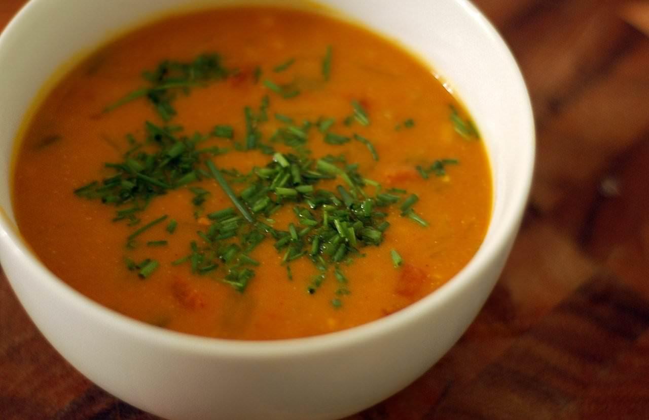 Красная чечевица используется преимущественно для приготовления супов и пюре